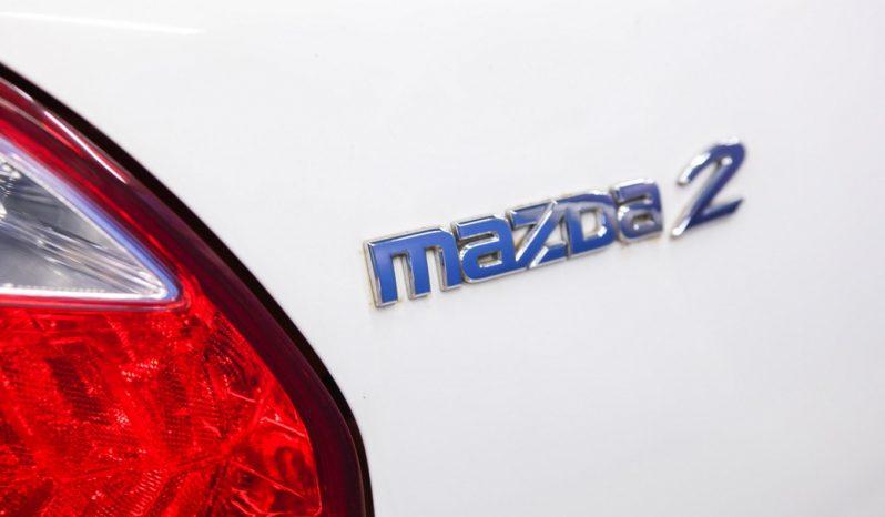 MAZDA 2 5DR สีขาว 2010 full